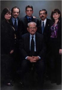 المؤلف وحوله أولاده وهم من اليمين زلفى ونادر وسامر ووائل ولبنى كاليفورنيا 17-10-2000