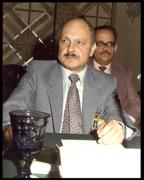 الدكتور وليد قمحاوي رئيس الصندوق القومي الفلسطيني (74-80) وأول محافظ لفلسطين في الصندوق العربي للتنمية ويظهر في الصورة المؤلف باعتباره نائبا للمحافظ