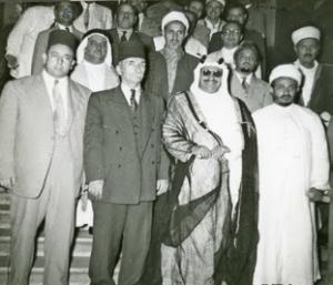 زيارة الشيخ عبد الله الجابر الصباح للقاهرة عام 1954 ويظهر الشيخ عيسى أبو الجبين