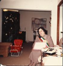 سهام عياد ابوالجبين (أم نادر) يوم تكريمها كاحدى المدرسات الأوائل من جمعية المعلمين الكويتية 1986