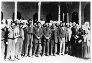 طلبة ومدرسي المدرسة المباركية 1951 من اليمين أبو غزالة الافرنجي زايد الكيالي يوسف السمرة أبوالجبين السعدي بدران.