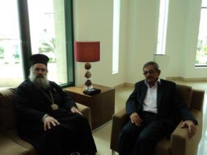 نادر في لقاء مع المطران عطا الله حنا رئيس أساقفة سبسطية للروم الارثوذكس