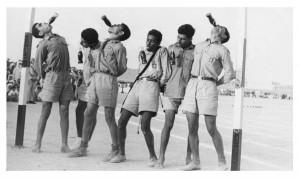 """مسابقة في شرب """"النامليت"""" في اليوم الرياضي المدرسي الكويت 1951"""