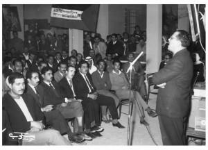 المؤلف يخطب في مكتب منظمة التحرير في الكويت بمناسبة ذكرى وعد بلفور ، الكويت نوفمبر 1965