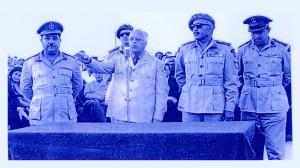 أحمد الشقيري رئيس منظمة التحرير الفلسطينية يخطب في غزة ويظهر إلى يمينه اللواء وجيه المدني القائد العام لجيش التحرير الفلسطيني - غزة - 1966